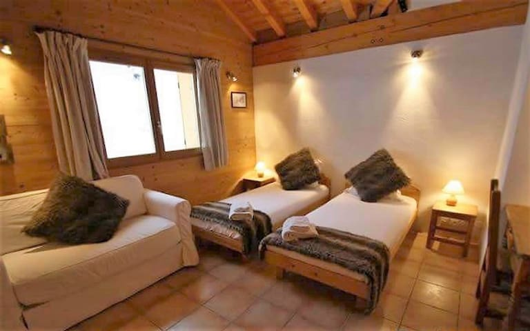 Lovely chalet in Peisey, Les Arcs. Rm 8, Twin