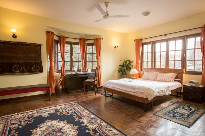 Large, sunny suite in a vibrant house near Patan - Katmandu - Bed & Breakfast
