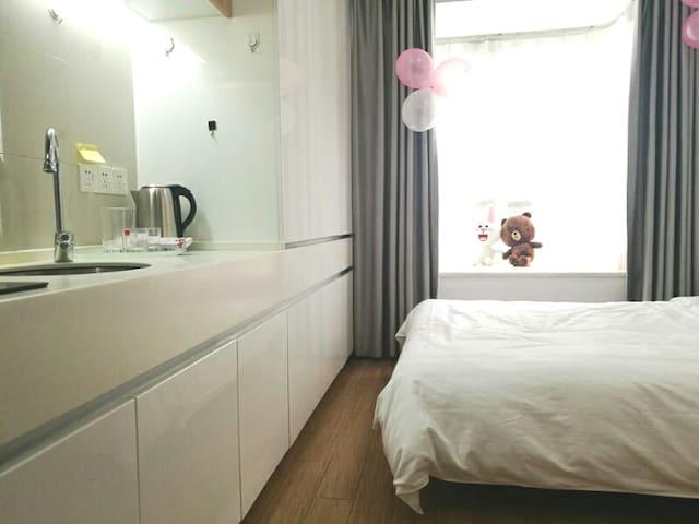 交大华师旁万乐城2✘1.8 米大床公寓~妮妮兔1
