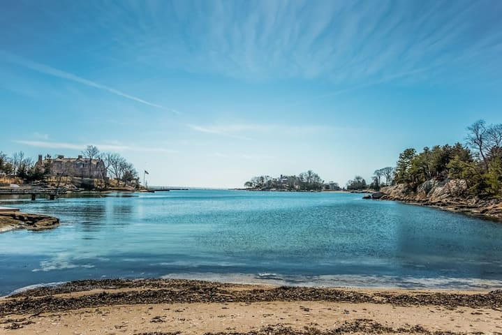 Little Harbor, Private Beach, Big Retreat - Guilford