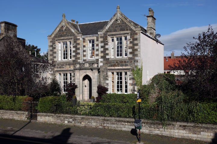 Amazing village villa in Central Fife.