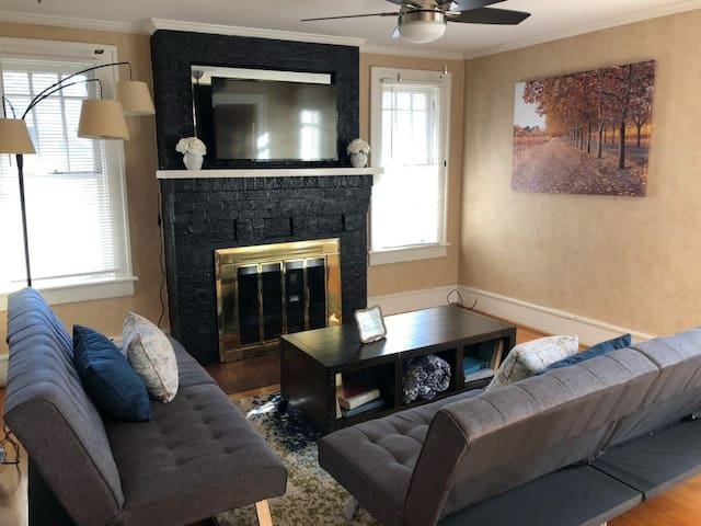 Charming Earle Apartment - Free Downtown Trolley