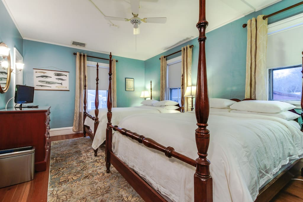 west falmouth chat rooms The best beachfront resort in cape cod located on old silver beach in falmouth features spectacular beach views, two pools, ocean view dining, poolside bar, & more resort amenities also.