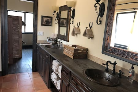 Quaint Guest House on Horse Ranch