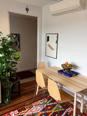 Light filled, green urban retreat minutes from CBD - Footscray - Apartment