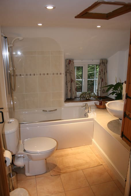 Nap bathroom with electric shower
