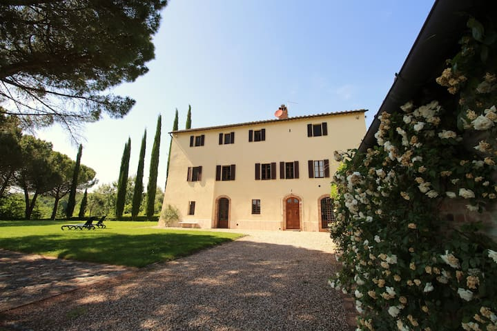 Splendid house with garden, pool, 5km from Siena