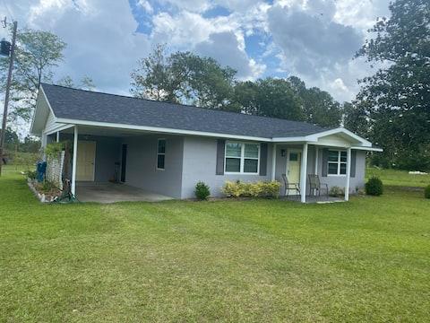 Newly renovated bungalow-Reidsville/Fort Stewart