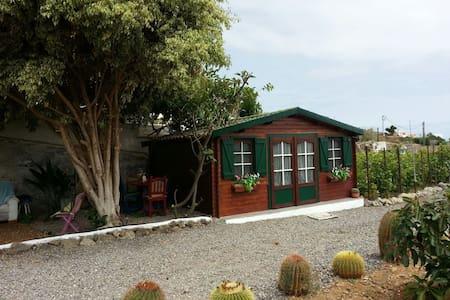 Cabaña de madera en entorno rural/TV/POOL/WIFI/ - La Guancha