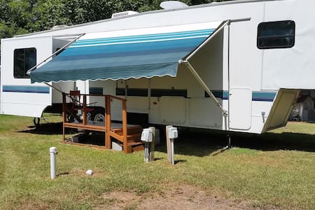 Roomy Riverfront RV on Guadalupe, Cuero (Lot A) - Cuero
