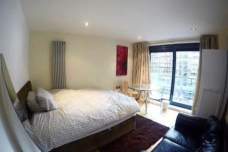 A cozy double bedroom in Canary Whart/Blackwell - Londres