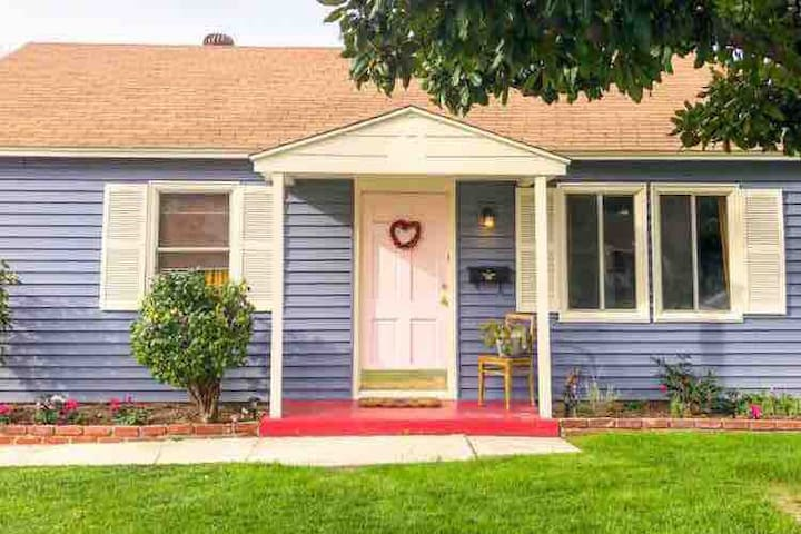 Vintage Bungalow 2 Bedroom Charmer in Burbank