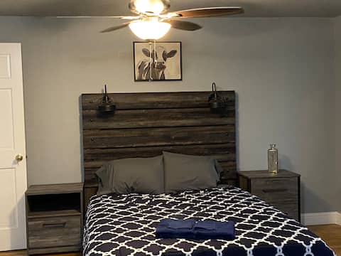 Austin Room in 100 Year Old Historic Farmhouse