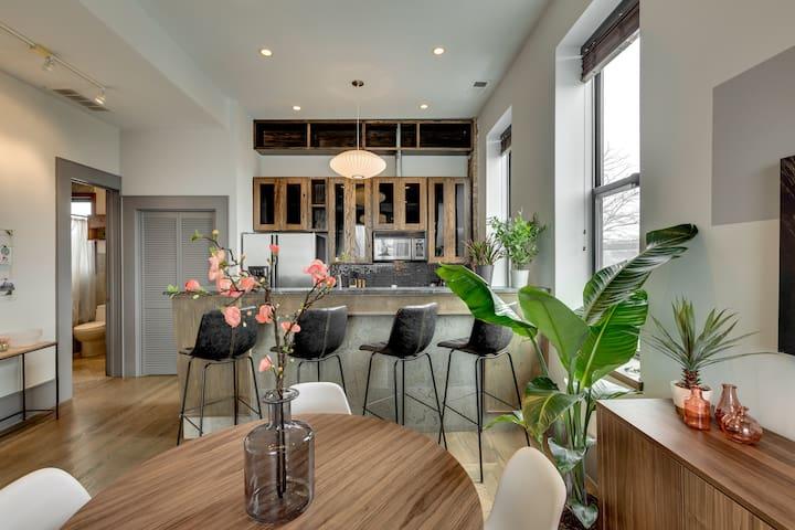 Custom Apartment in Pilsen - So bright!