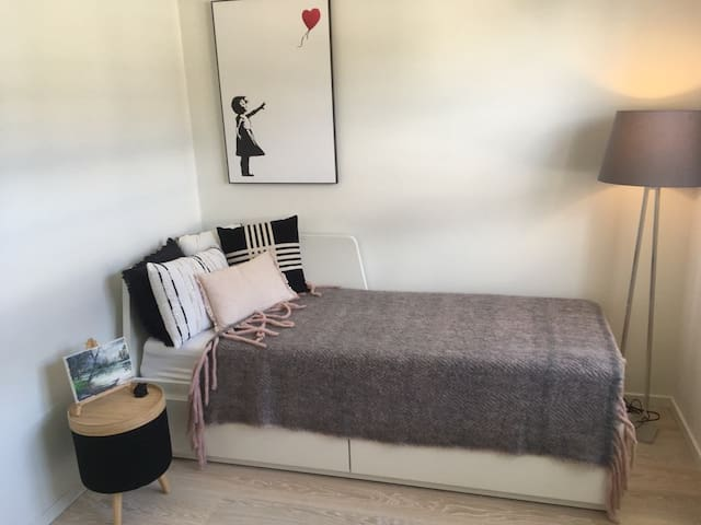 Bedroom, with a double bed if needed (160 cm)