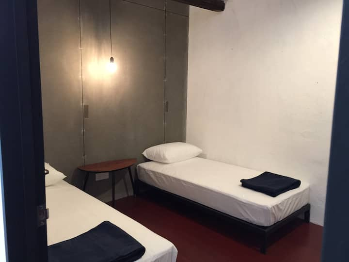 The Frame - Private Twin Room, Heritage Stay
