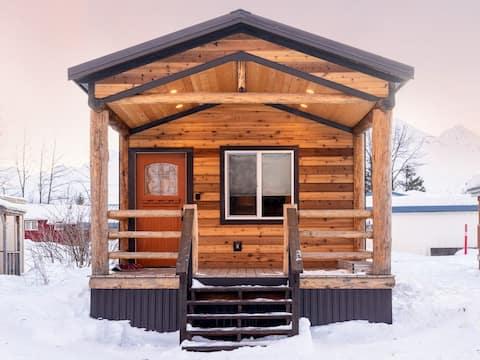Kade's Cabin    2 bed 1 bath Urban cabin