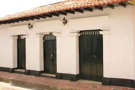 Hermosa casa colonial de descanso - Guaduas