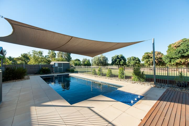 Nepeta Cataria Estate - Echuca Holiday Homes