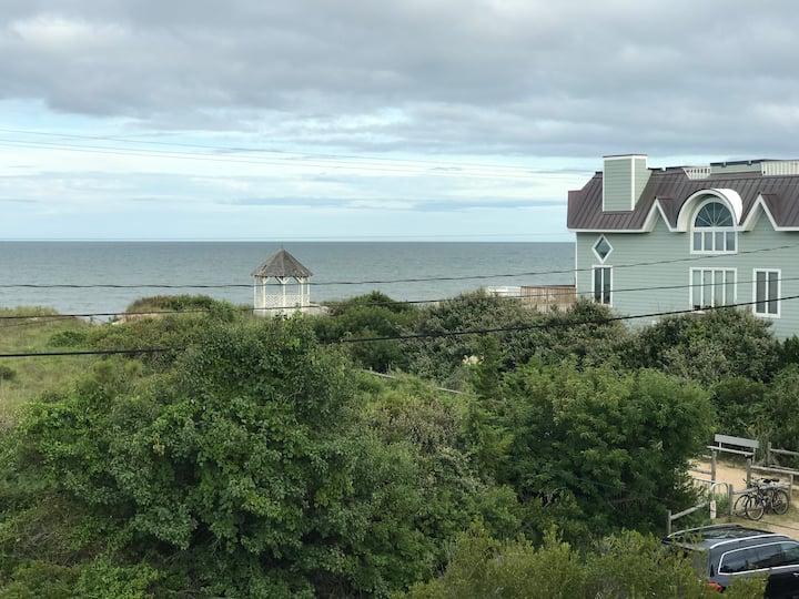 300 feet from Atlantic Ocean: Cozy Guest Suite