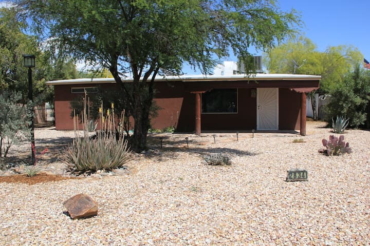 Pet friendly 2 bedroom house w/ no cleaning fees!