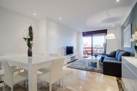 Роскошные апартаменты на берегу моря - Estepona - Hotellipalvelut tarjoava huoneisto