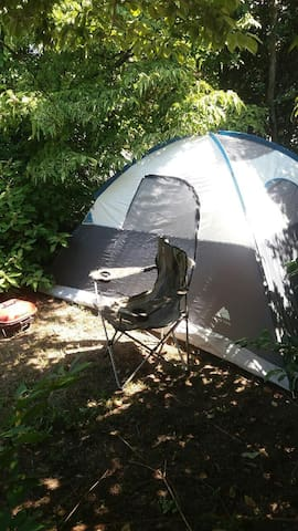 Columbia Vacation style camping tent sleeps 5.