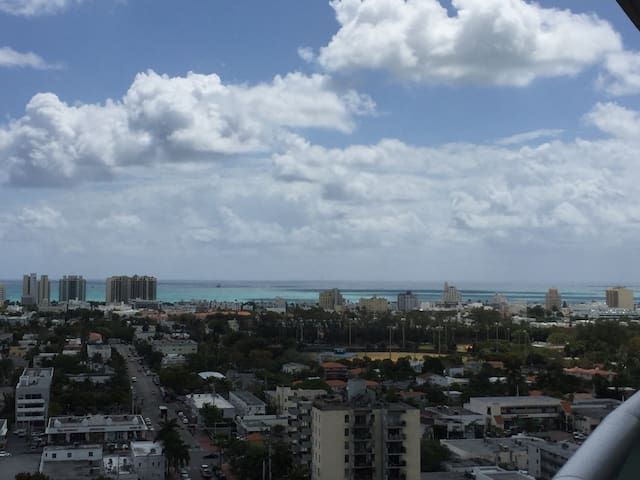 AMAZING PRIVATE ROOM ON SOUTH BEACH - Miami Beach - Byt