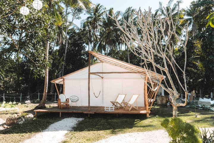 Peaceful glamping site with a beach lounge closeby