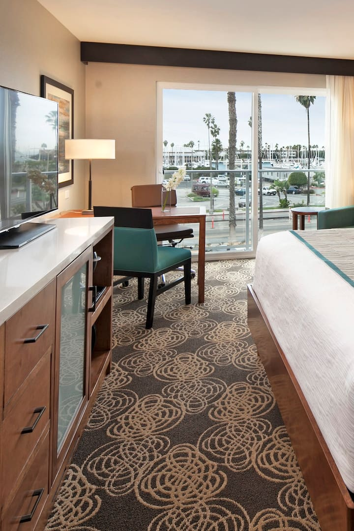 The Redondo Beach Hotel | Deluxe King Marina View