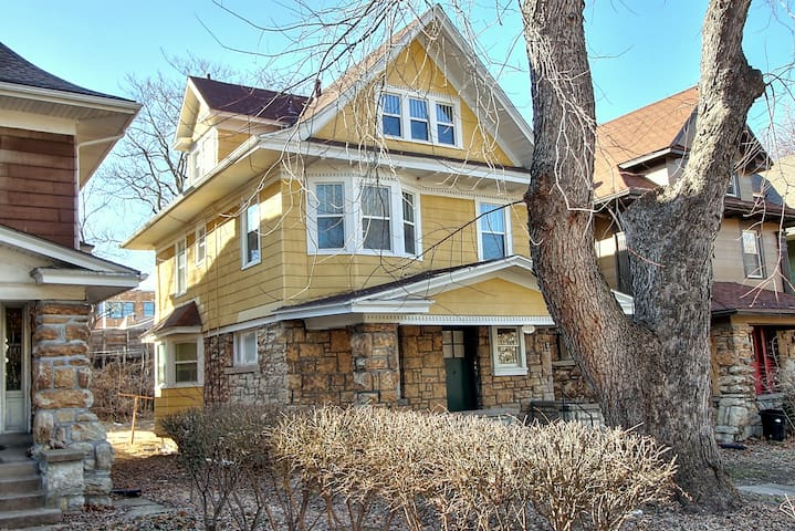 Beautiful 1900's 3 Story 5 Bedroom Home - Kansas City - Huis