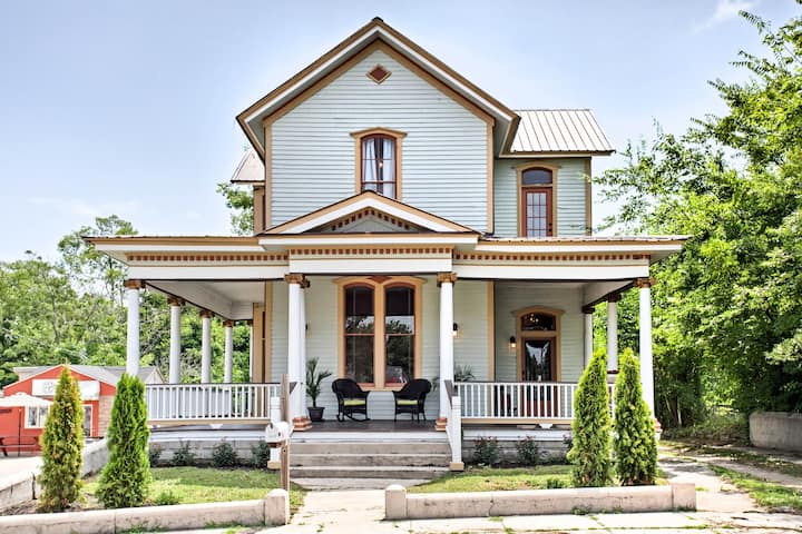 Historic Gem w/ Front Porch - Walk to Town Square!