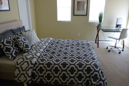 Dog-Friendly, Spacious Private Room - Las Vegas - Hus