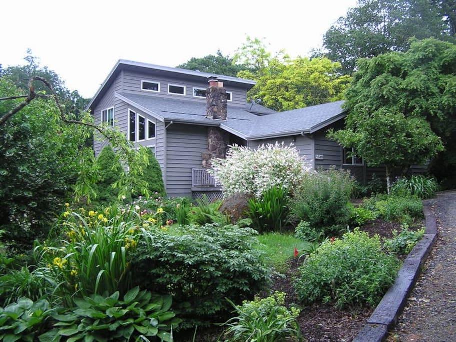 country garden retreat guest suites for rent in salem