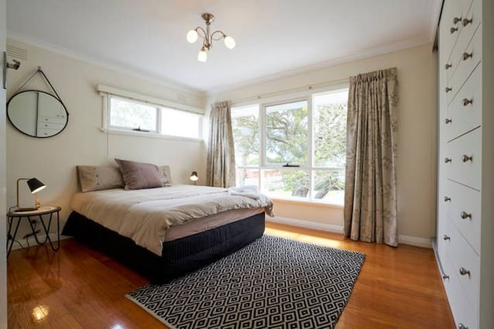 ROMANTIC WINTER SPECIAL, large property for two!! - Wonthaggi - Vakantiewoning