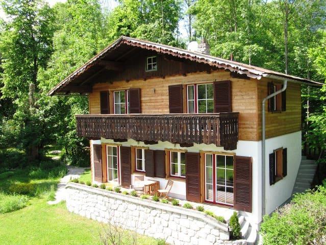 Gartenhouse mit Balkon