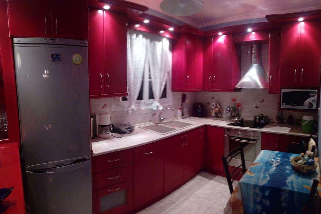 Κουζίνα πλήρης εξοπλισμός,πλυντήριο πιάτων φούρνος μικροκυμάτων,κουζινα,ψυγείο,καφετιέρα