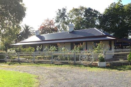 迷人的维多利亚玫瑰园洋房. Beautiful farm house. - Coldstream