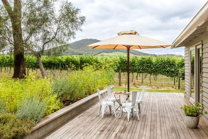 Yarra Valley Vineyard Cottage, premier location