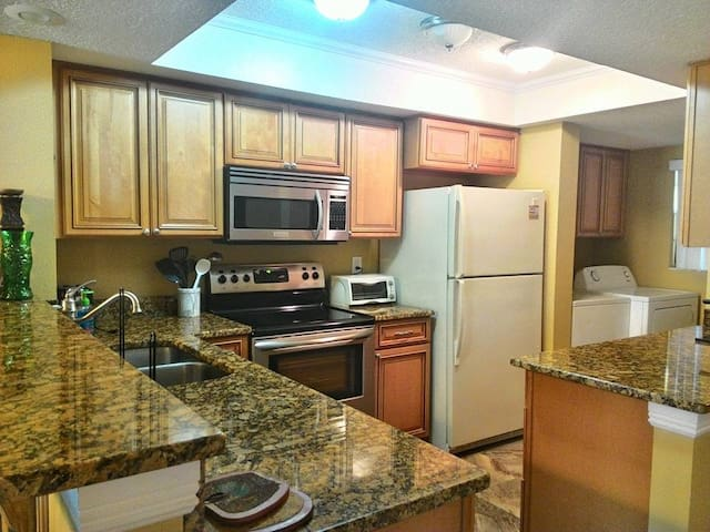 Oceanfront Condo in Cocoa Beach! - ココアビーチ