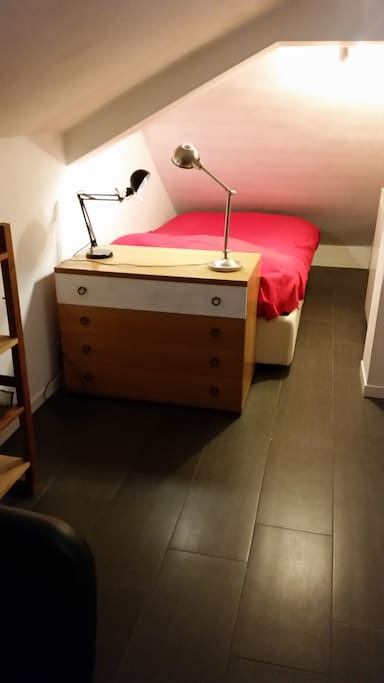 Guest room - bed