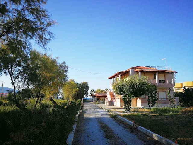 Sea side appartment - private driveway to beach
