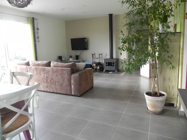 Maison 3 chambres, 90m², avec terrasse et jardin - Arcambal - House