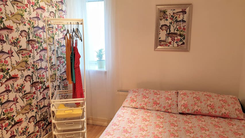 Small cozy room (Zone 2) Canning Town, London