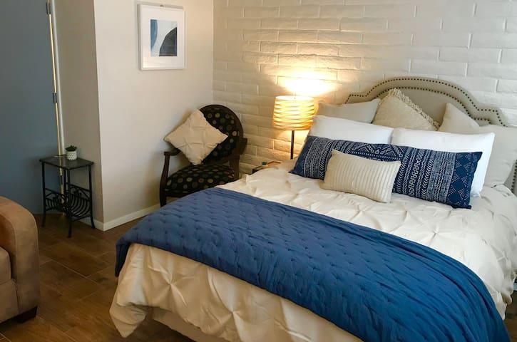 * New* Downtown Tubac Studio Apartment