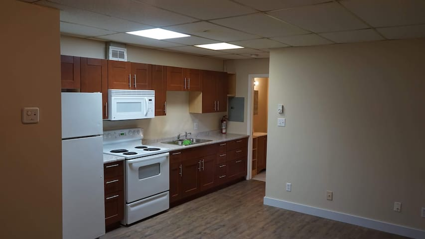 FULLY EQUIPPED KITCHEN spacious open concept kitchen