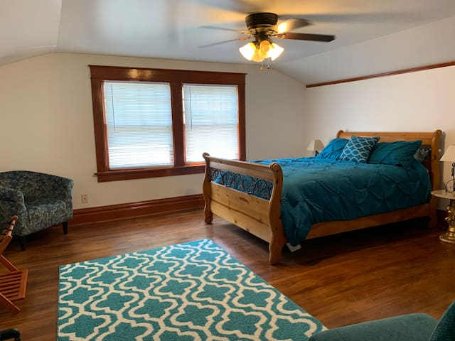 Queen Size Bed in BR1