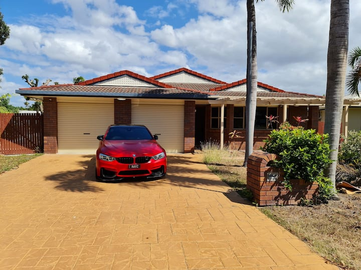 Tropical Holiday Home + NBN + Home theatre