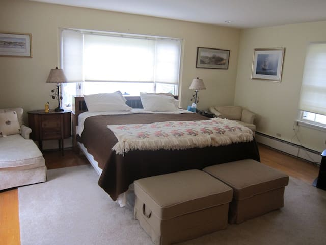 Comfy Private Room in Village Home - Chestertown