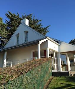 Villa Familiale Vue sur mer - Granville - บ้าน